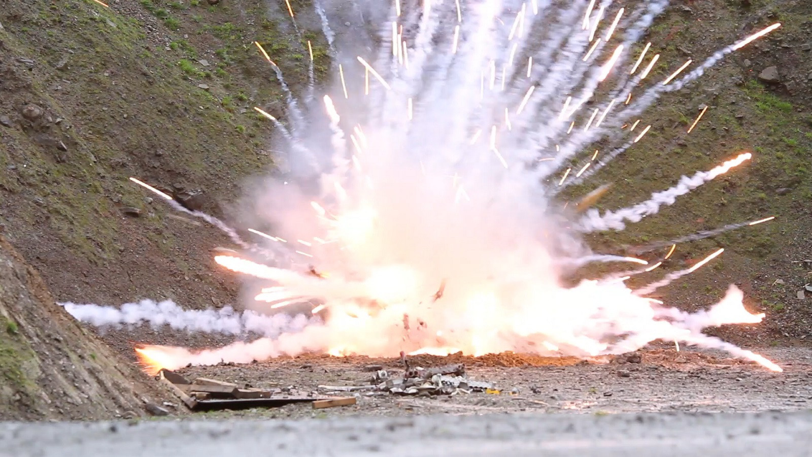 An explosion demonstration on a course at ISSEE